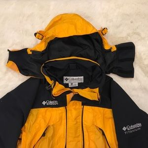 Columbia Titanium Shell Jacket OmniTech waterproof